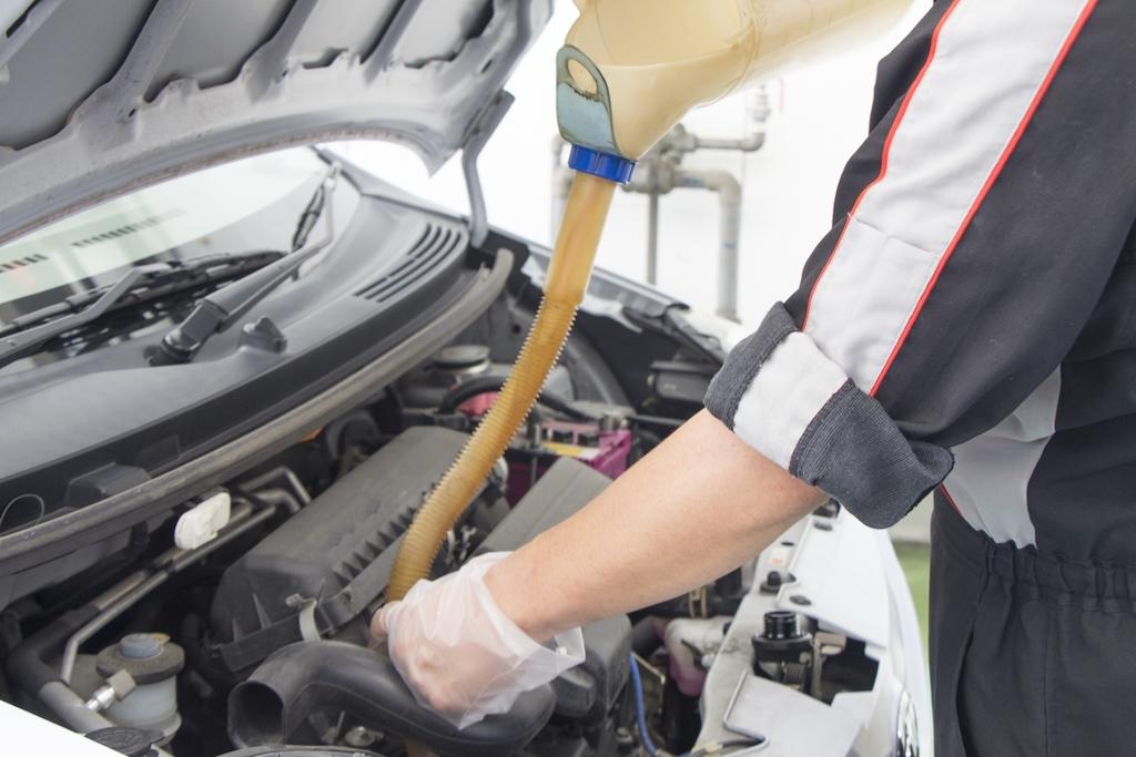 エンジンオイルの粘度で燃費は変わる?性能や種類とともに解説