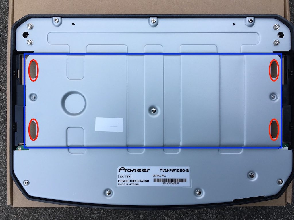 フリップダウンモニターを取り付けキットなしで取り付ける方法2