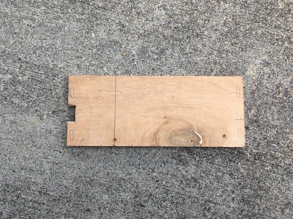 フリップダウンモニターを取り付けキットなしで取り付ける方法12