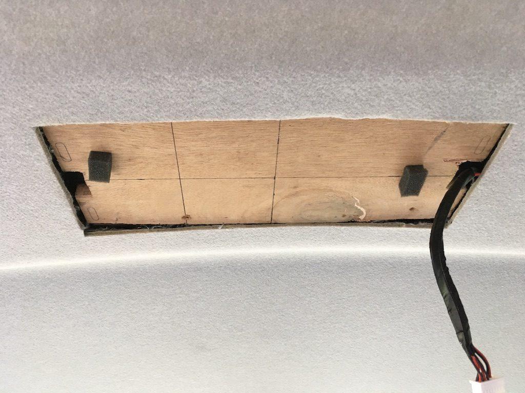 フリップダウンモニターを取り付けキットなしで取り付ける方法14