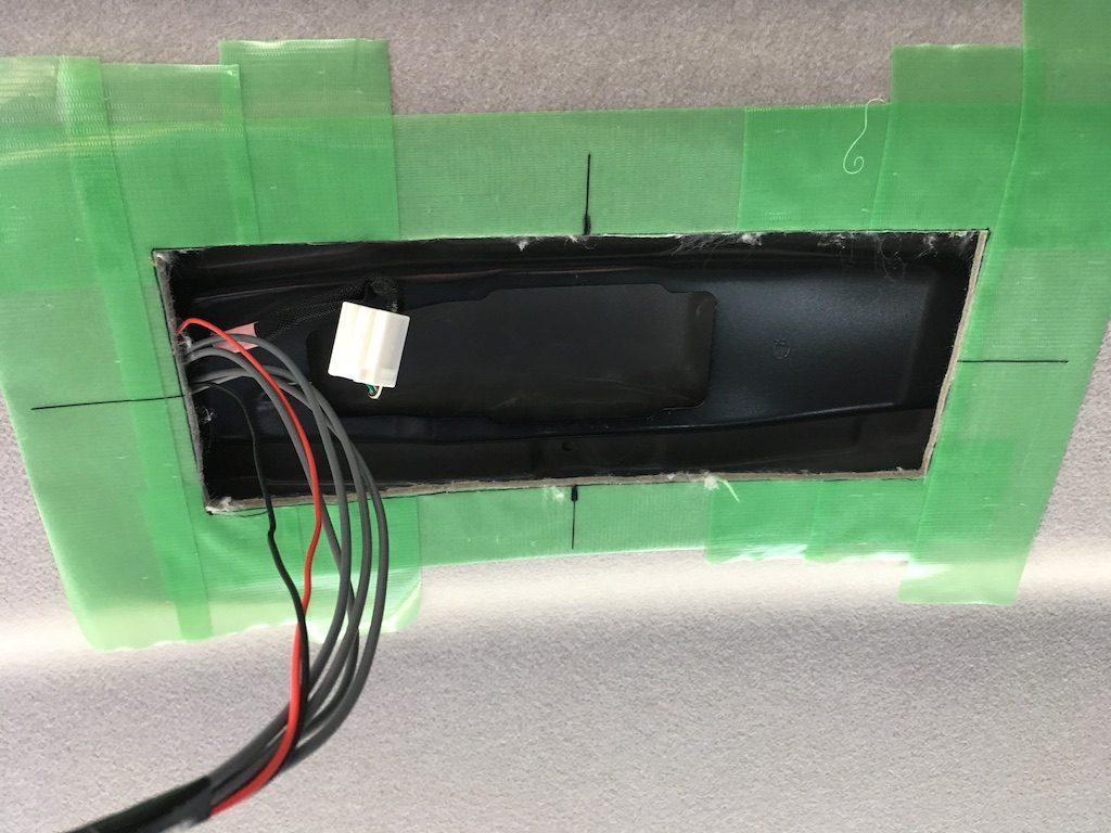 フリップダウンモニターを取り付けキットなしで取り付ける方法6